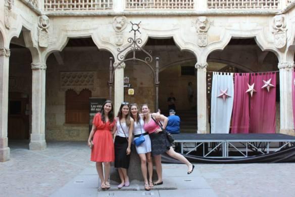Estudiantes incoming en La Casa de las Conchas (Salamanca)