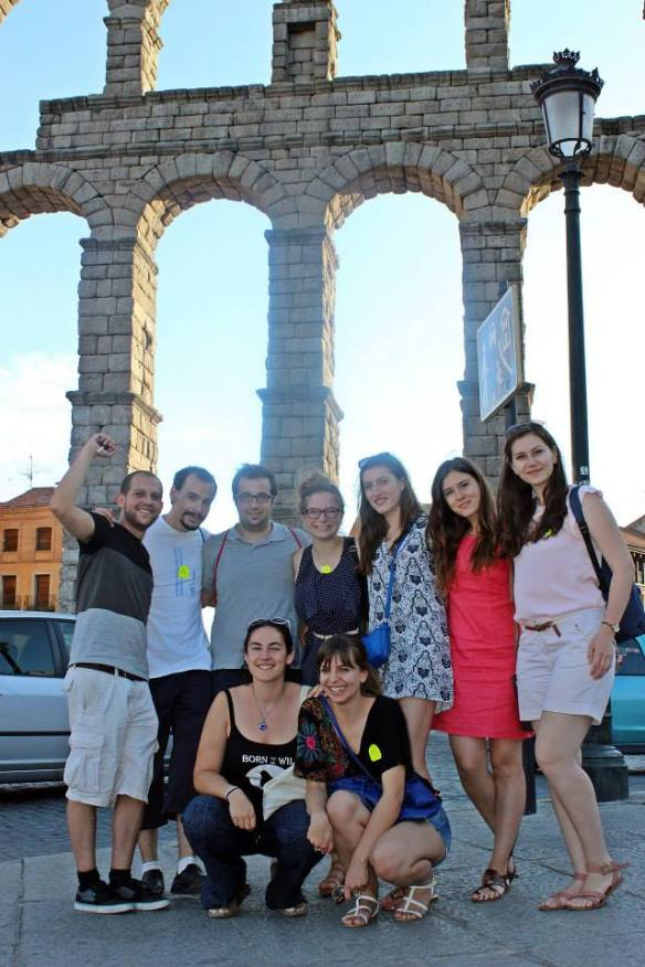 Estudiantes incoming de excursión en Segovia con socios de ASEF